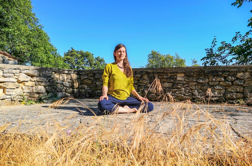meditationskissen-boden-knie-beine